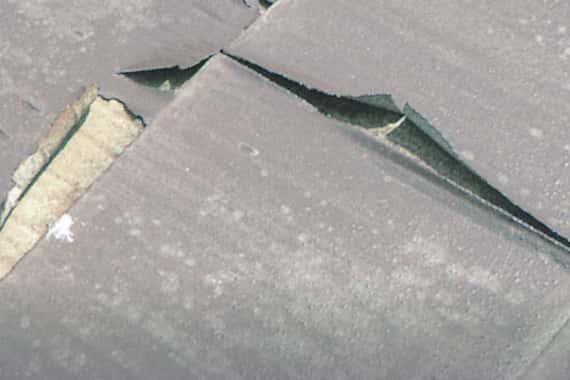 屋根の塗膜の剥離